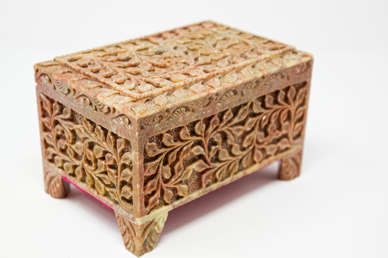 Hand-Carved Stone Jewelry Box Rajasthan, India In Good Condition For Sale In North Hollywood, CA