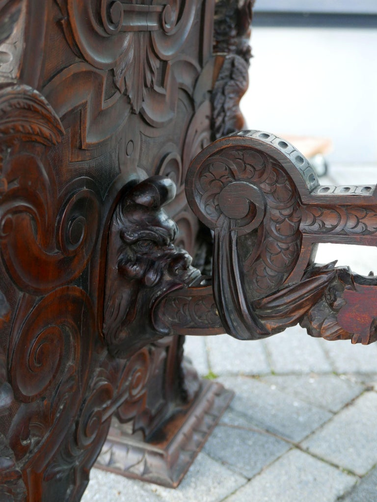 Hand-Carved Table by Master Sculptor Valentino Panciera Besarel In Good Condition For Sale In Kilmarnock, VA