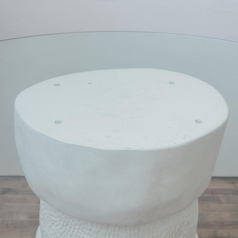 Hand Carved White Plaster and Glass Contemporary Dammara Round Table For Sale 6