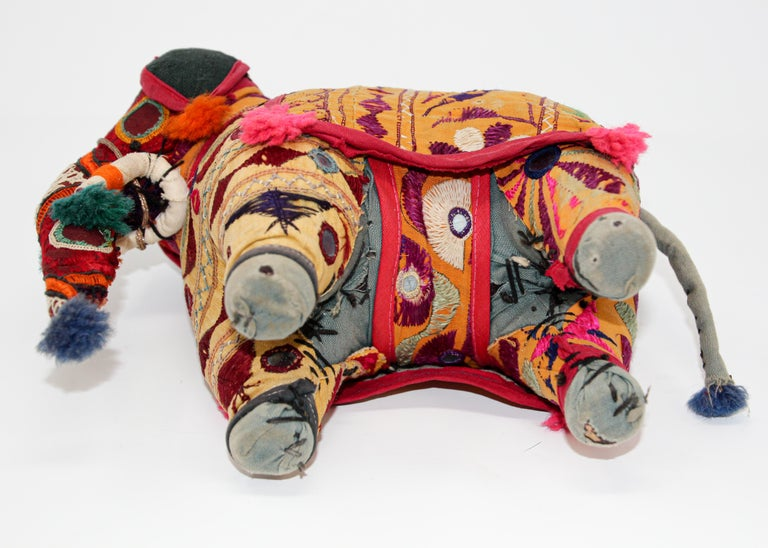 Hand-Crafted Anglo Raj Vintage Stuffed Cotton Embroidered Elephant, India 1950 For Sale 10