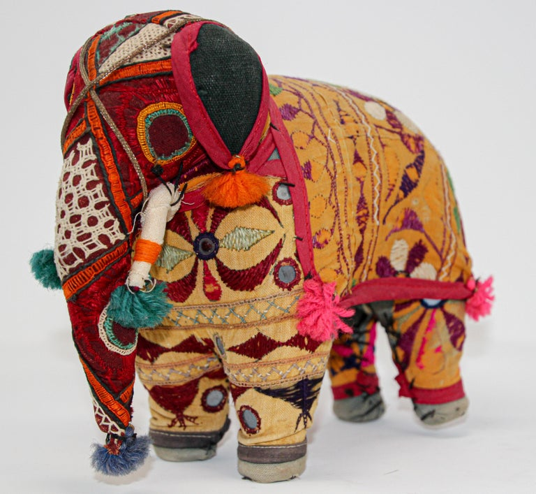 Hand-Crafted Anglo Raj Vintage Stuffed Cotton Embroidered Elephant, India 1950 For Sale 12