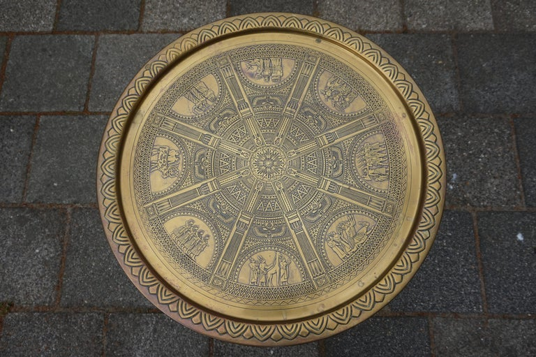 Handcrafted Egyptian Revival Brass Tray Table with Islamic Design Wooden Base In Good Condition For Sale In Lisse, NL