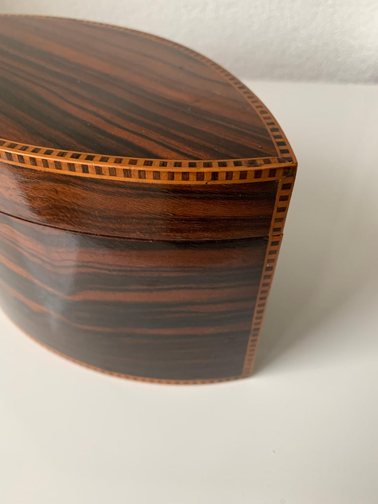 Handcrafted, Top Quality and Stunning Shape Art Deco Mahogany and Macassar Box For Sale 4