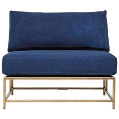 Handgefärbte Indigo Plane und antiker Stuhl aus Messing