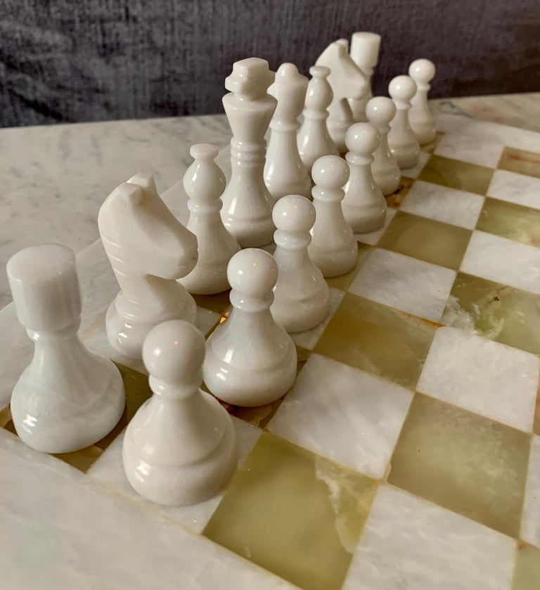 Handmade Onyx and Marble Chess Board and Pieces In Good Condition For Sale In Los Angeles, CA