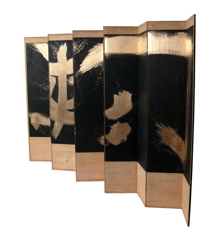 Hand painted abstract expressionism calligraphy Asian folding screen, in the manner of Robert Motherwell, Sofu Teshigahara, et al, believed to be Japanese, circa 1950s. This piece is a large and impressive size, when fully extended flat, it measures