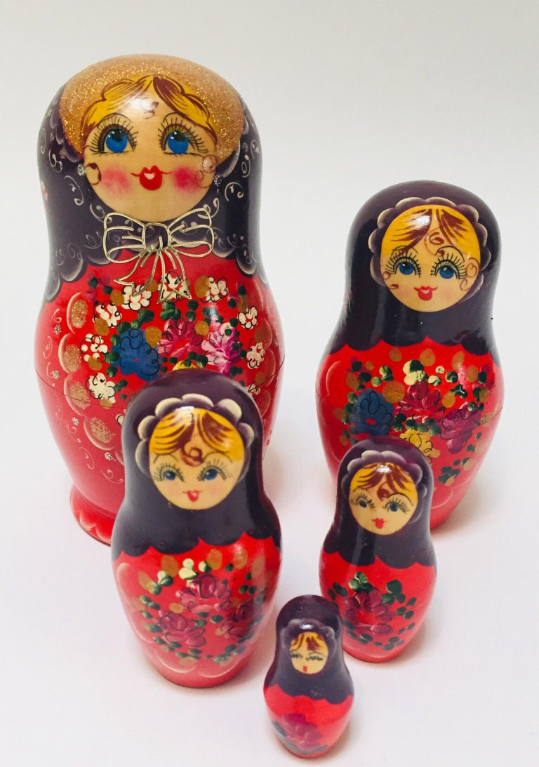 Hand Painted and Carved Nesting Matryoshka Russian Dolls For Sale 4