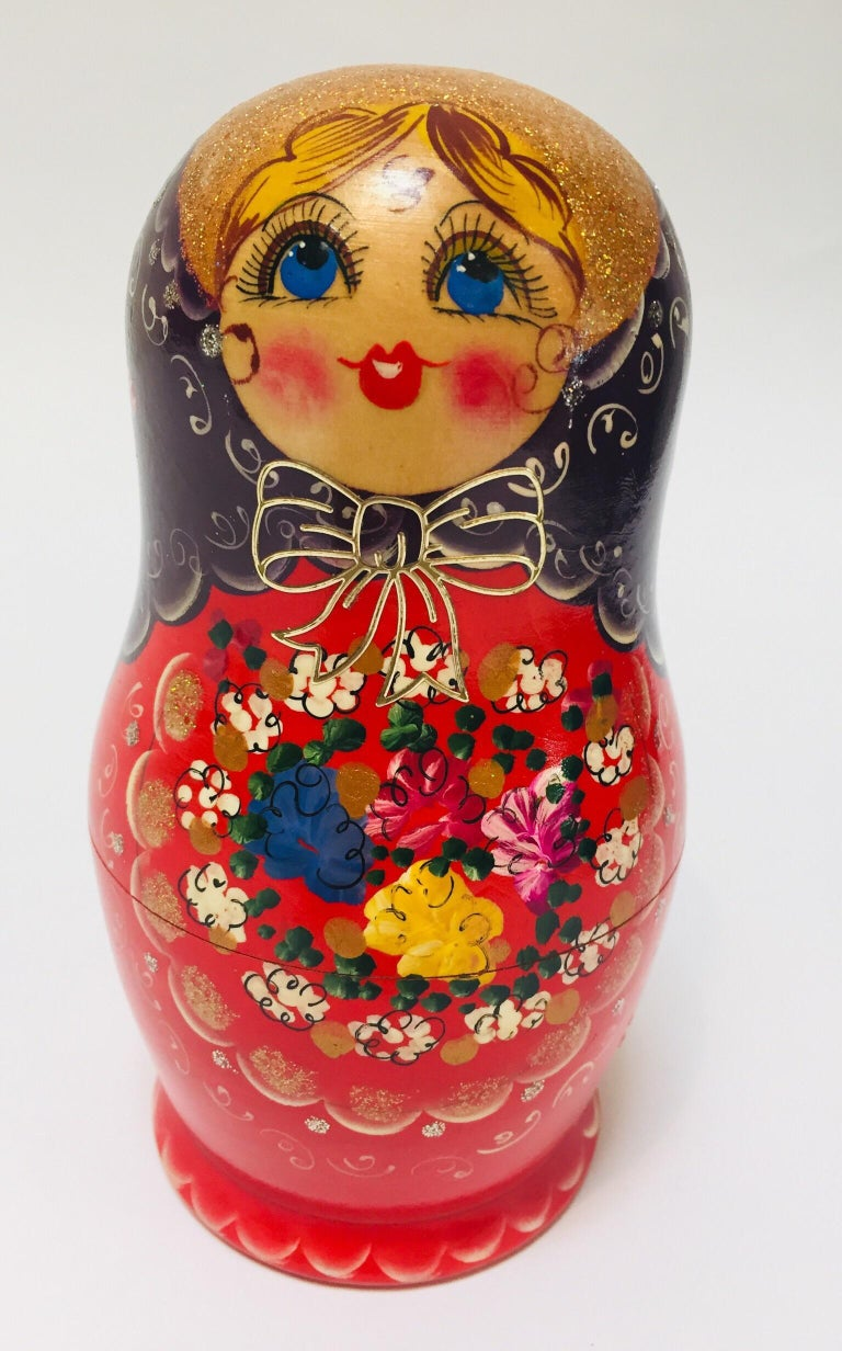 Hand-Painted Hand Painted and Carved Nesting Matryoshka Russian Dolls For Sale