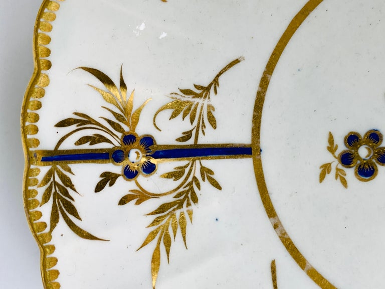 Hand-Painted Antique Blue & Gold English Porcelain Dish 18th Century c-1780 In Good Condition For Sale In Katonah, NY