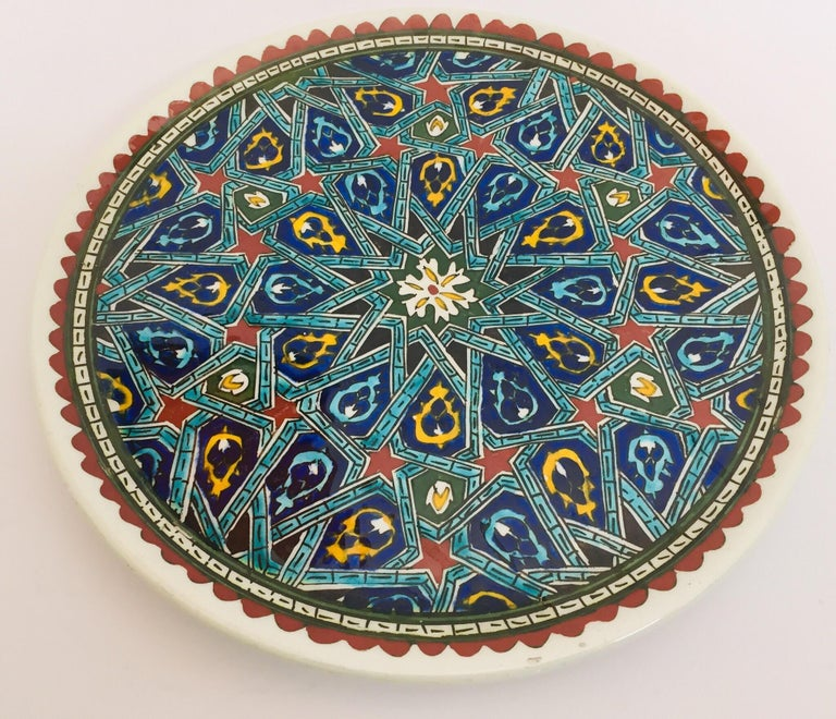 Hand Painted Ceramic Decorative Moorish Plate In Good Condition For Sale In North Hollywood, CA