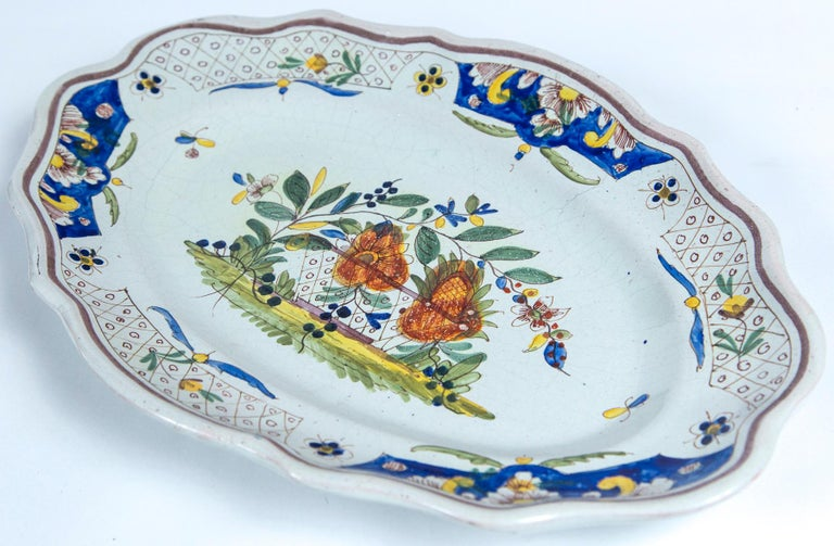 Hand Painted French Faience Platter, Early 19th Century In Good Condition For Sale In Chappaqua, NY
