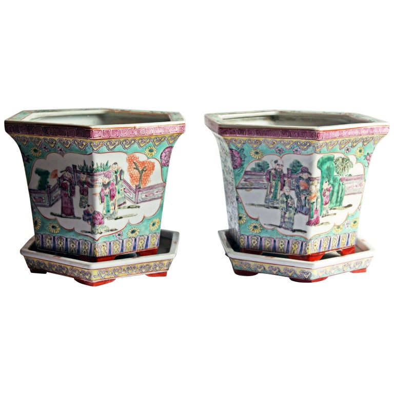 Hand-Painted Pair of Chinese Porcelain Jardinières For Sale