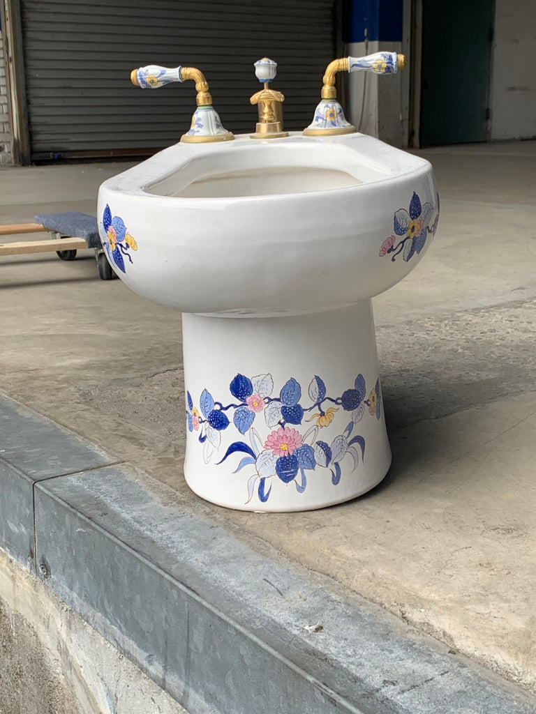 20th Century Hand Painted Sherle Wagner Porcelain Chinoiserie 'Blue Mum' Bidet Water Closet For Sale