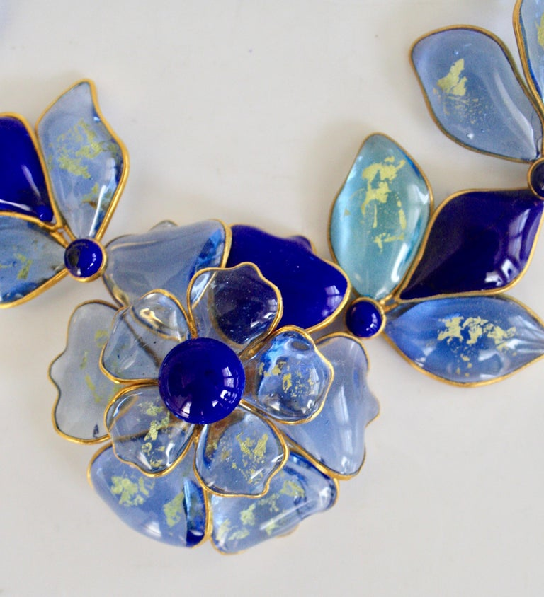Hand Poured Glass Blue Floral Necklace In New Condition For Sale In Virginia Beach, VA