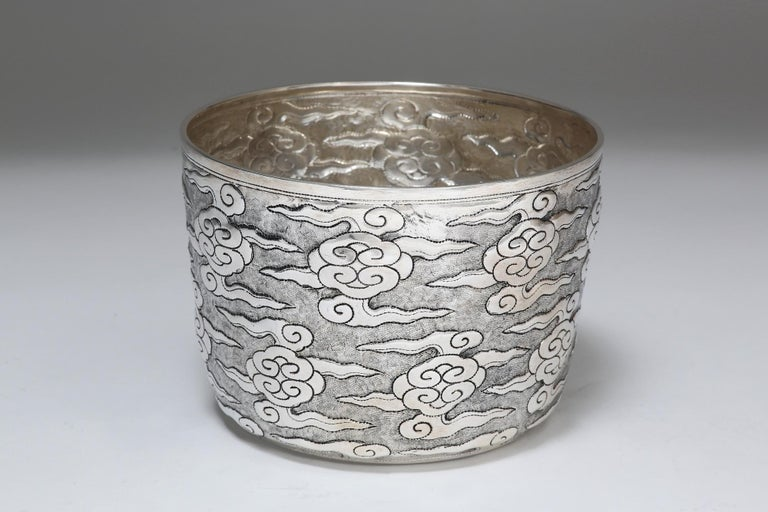 Hand-Worked Solid Silver Ceremonial Bowl, Ruyi Cloud Motif, Centrepiece In Excellent Condition For Sale In 10 Chater Road, HK