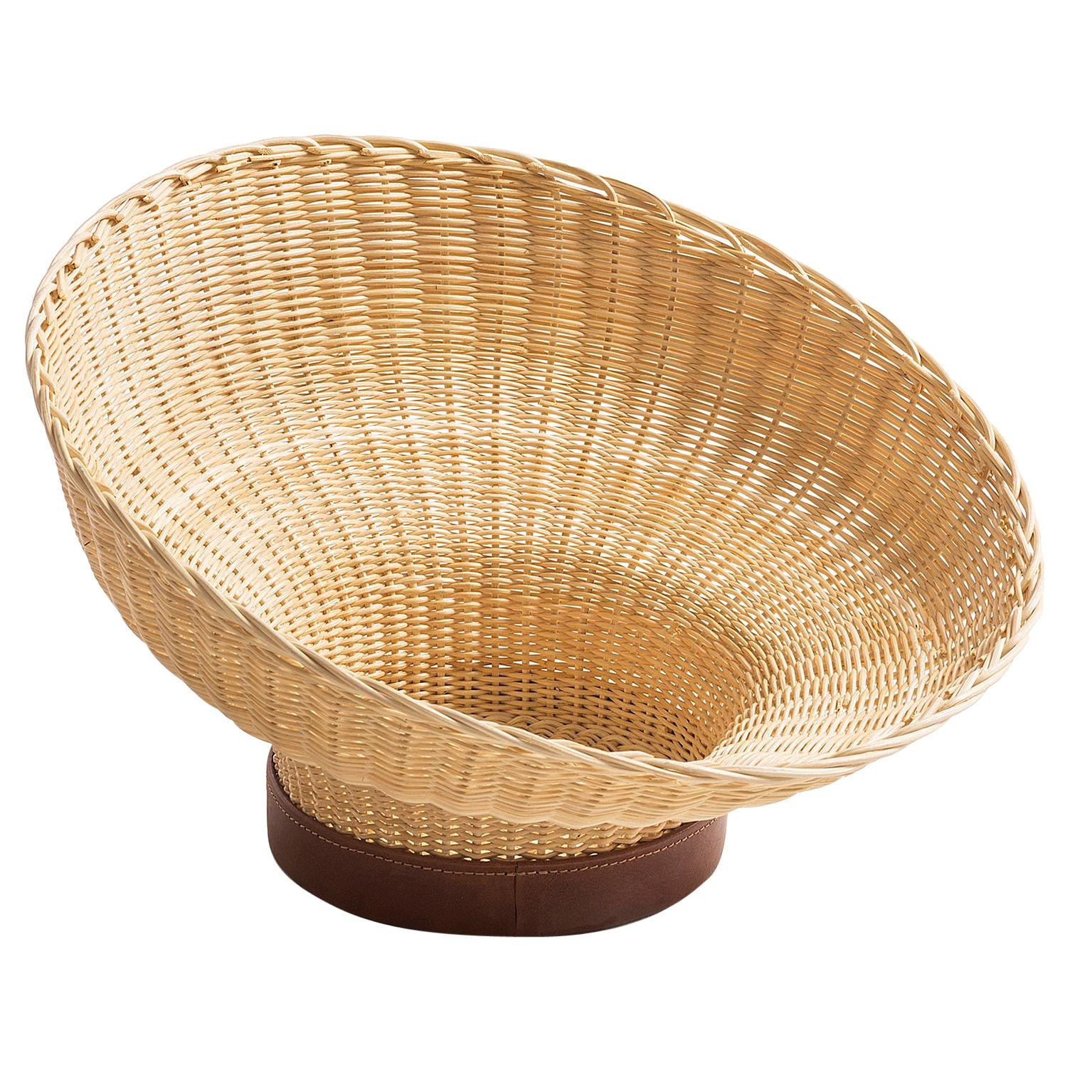 Handwoven Wicker and Leather Centerpiece 'Mawa'