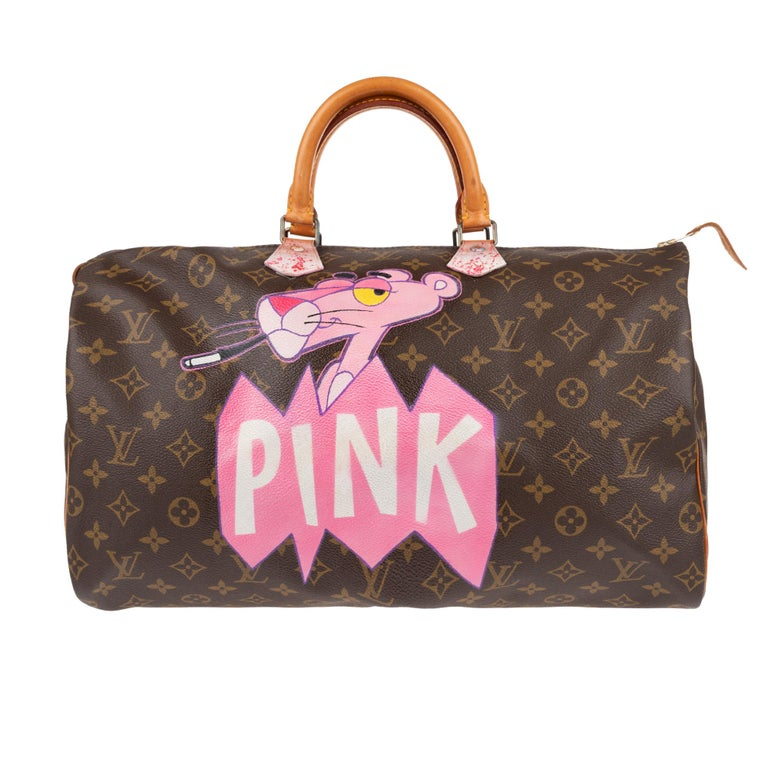 Superb handbag Louis Vuitton Speedy 40 cm in monogram canvas coated brown and natural leather, gold metal trim, double handle in natural leather allowing a handheld. This bag has been customized
