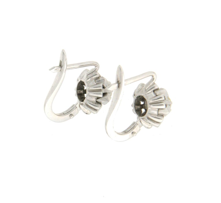 Handcraft 18 Karat White Gold Diamonds Stud Earrings In New Condition For Sale In Marcianise, IT