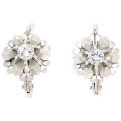 Handcraft 18 Karat White Gold Diamonds Stud Earrings