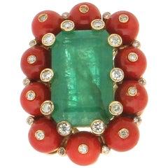 Handcraft Brazilian Emerald 14 Karat Yellow Gold Diamonds Coral Cocktail Ring