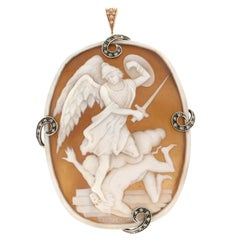 Handcraft Cameo 14 Karat Yellow Gold Diamonds Pendant Necklace