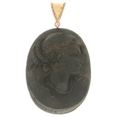 Handcraft Cameo Ebony 14 Karat Yellow Gold Pendant Necklace
