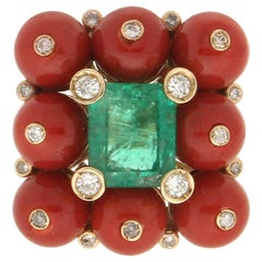 Handcraft Colombian Emerald 14 Karat Yellow Gold Diamonds Coral Cocktail Ring