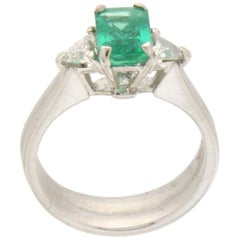 Handcraft Colombian Emerald 18 Karat White Gold Diamonds Cocktail Ring