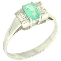 Handcraft Colombian Emerald 18 Karat White Gold Diamonds Engagement Ring