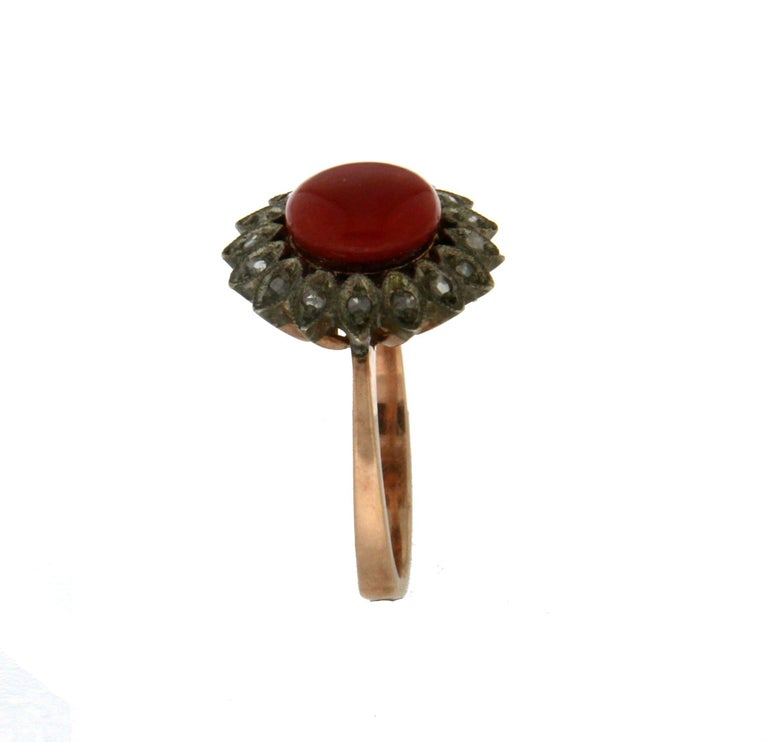 Handcraft Coral 14 Karat Yellow Gold Diamonds Cocktail Ring In New Condition For Sale In Marcianise, IT