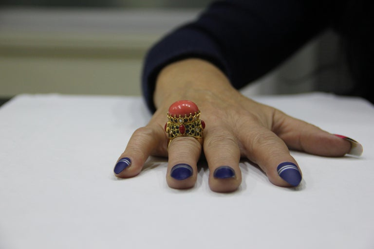 Handcraft Coral 14 Karat Yellow Gold Sapphires Diamonds Cocktail Ring For Sale 4