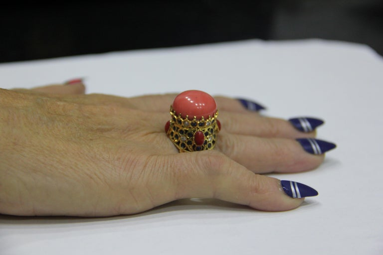 Handcraft Coral 14 Karat Yellow Gold Sapphires Diamonds Cocktail Ring For Sale 10