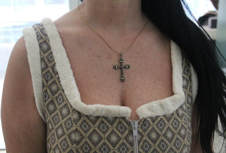 Handcraft Cross 14 Karat Yellow Gold Diamonds Pendant Necklace In New Condition For Sale In Marcianise, IT