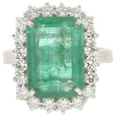 Handcraft Emerald 18 Karat White Gold Diamonds Cocktail Ring