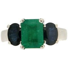 Handcraft Emerald 18 Karat White Gold Sapphires Cocktail Ring