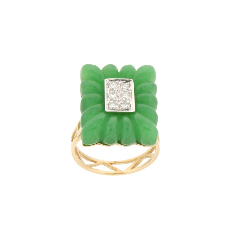 Brilliant Cut Handcraft Green Agate 18 Karat Yellow Gold Diamonds Cocktail Ring For Sale
