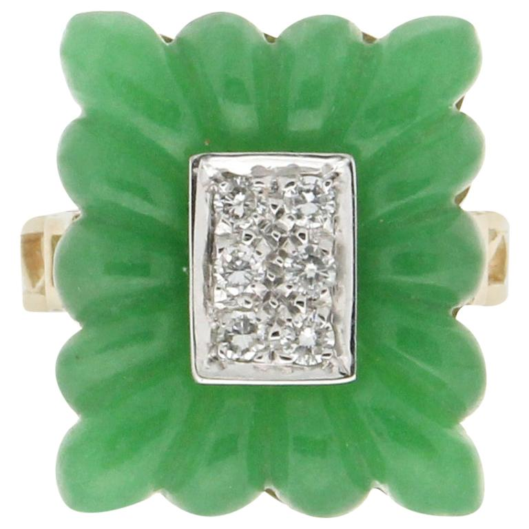 Handcraft Green Agate 18 Karat Yellow Gold Diamonds Cocktail Ring For Sale