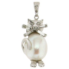 Handcraft Australian Pearl 18 Karat White Gold Diamonds Cat Pendant Necklace