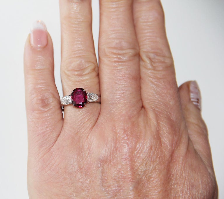 Handcraft Ruby 18 Karat White Gold Diamonds Engagement Ring For Sale 8