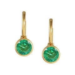 Handcrafted 2.00 Carats Emerald 18 Karat Yellow Gold Drop Earrings