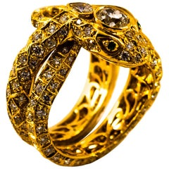 """Handcrafted 3.44 Carat White Diamond Emerald Yellow Gold Cocktail """"Snake"""" Ring"""