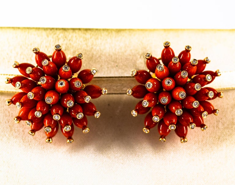 Handcrafted Mediterranean Red Coral White Diamond Yellow Gold Dangle Earrings In New Condition For Sale In Naples, IT