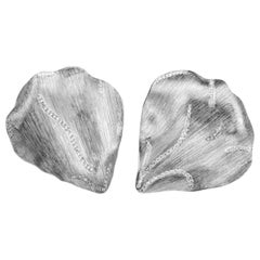 Handgraved White Gold Earrings in the Shape of a Leaf with 0.60 Carat Diamonds