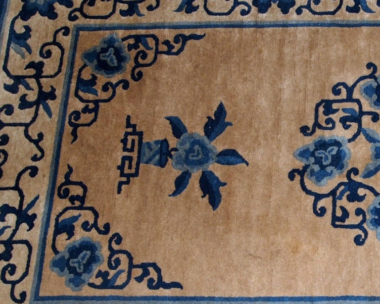 Handmade antique Peking Chinese rug in blue and beige wool. The rug is in original good condition, from the beginning of 20th century.  - Condition: original good,  - circa 1940s,  - Size: 3.1' x 5.3' (94cm x 161cm),  - Material: wool,  -