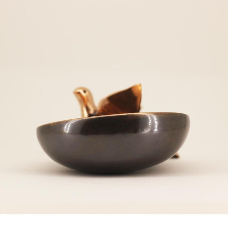 Sumptuous decorative bowl with bird.