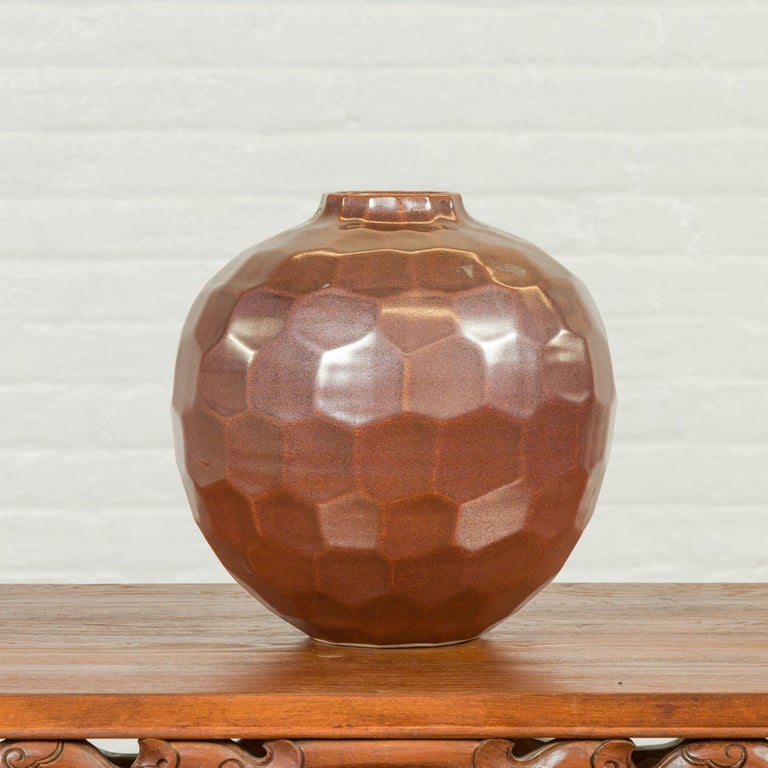 Handmade Chiang Mai Northern Thai Ceramic Vase with Faceted Tortoise Pattern In Good Condition For Sale In Yonkers, NY