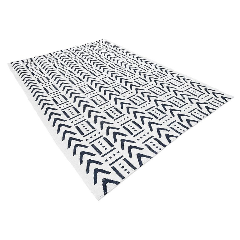 Handmade contemporary wool 100% flat-weave. - Modern design combining geometric figures, ethnic and contemporary drawings. - Different intensity ranges of gray, beige and black shades. - The combination of design and color is fresh and