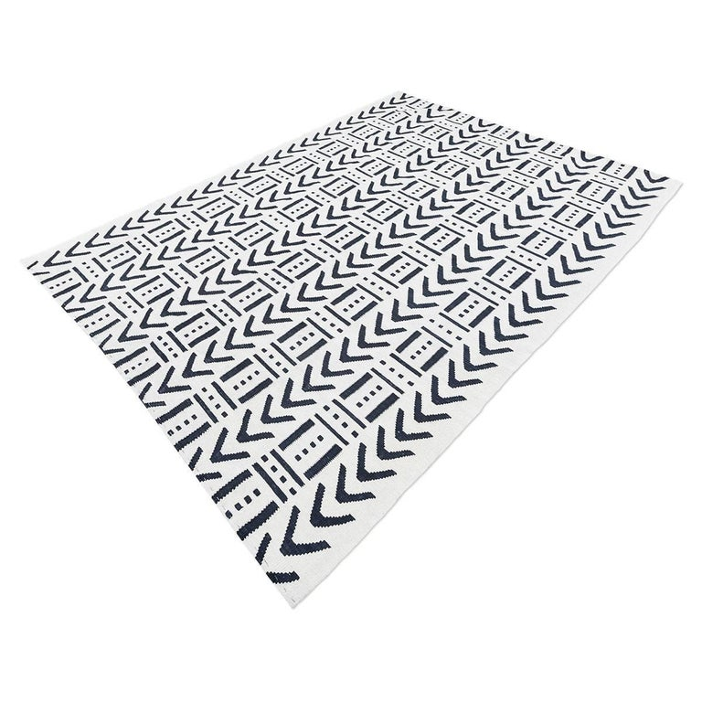 Modern Handmade Contemporary Flat-Weave Black and White Colors For Sale