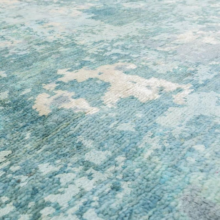 Handmade Contemporary Handmade Rug in Silk and Wool In Excellent Condition For Sale In MADRID, ES