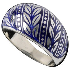 Handmade Laurel Leaf Wedding Band with Stripe
